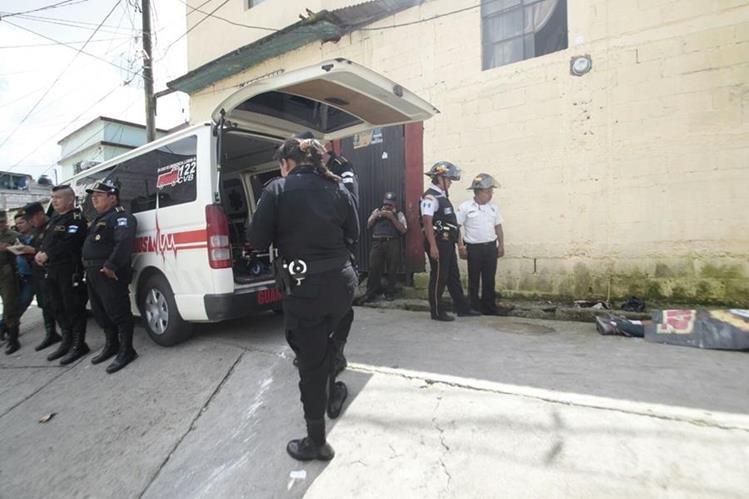 Escena del crimen donde murió Erick Enrique López Muralles, en la colonia Renacimiento, zona 18. (Foto Prensa Libre: Erick Ávila)