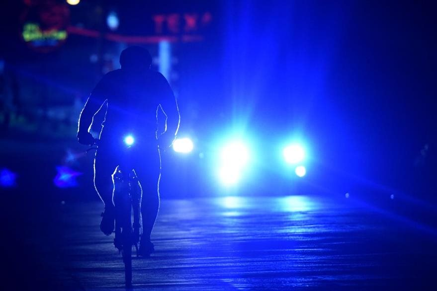 La ausencia de ciclovías es uno de los principales obstáculos para este tipo de transporte. (Foto Prensa Libre: AFP).
