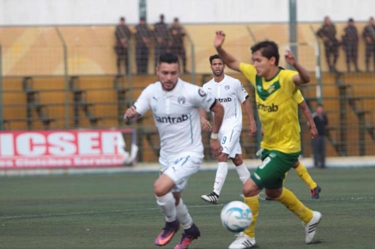 Petapa decepcionó a su afición con una derrota por la mínima diferencia. (Foto Prensa Libre: Norvin Mendoza)