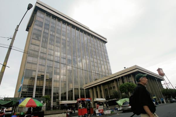 Finanzas públicas informó la decisión de la calificadora. (Foto Prensa Libre: Hemeroteca PL)