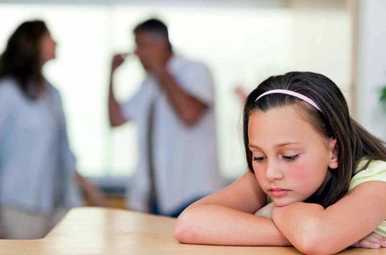 Según expertos la pareja con hijos debe aprender a diferenciar claramente dos roles (Foto Prensa Libre: losandes.com.ar)