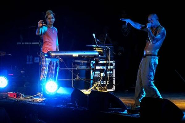<p>Visitante y Residente, en el escenario del Empire Music Festival</p>