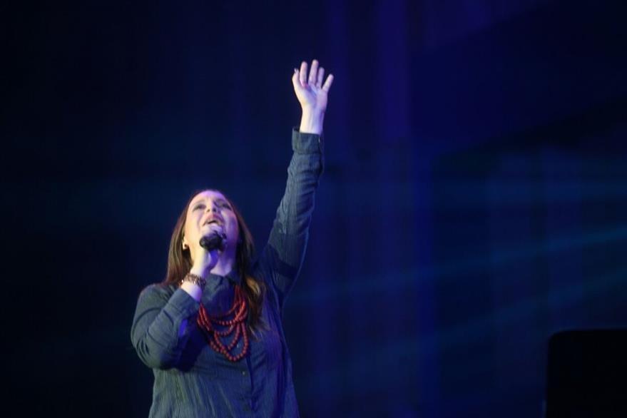 Chrsitine D' Clario llevó con sus canciones a un momento de adoración.(Foto Prensa Libre: Josué León)