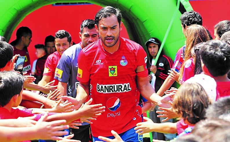 Carlos el Pescado Ruiz siempre ha mostrado su gusto por la música rock. (Foto Prensa Libre: Hemeroteca PL)