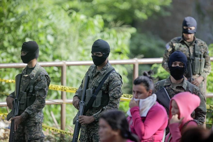 Los crímenes son, en gran parte, atribuidos a las pandillas. (Foto Prensa Libre: EFE).