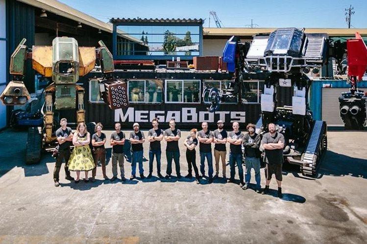 El equipo de Megabots Inc. Compartió videos y fotos del robot con el que competirían contra sus adversarios japoneses. (Foto Prensa Libre: Facebook: Megabot)