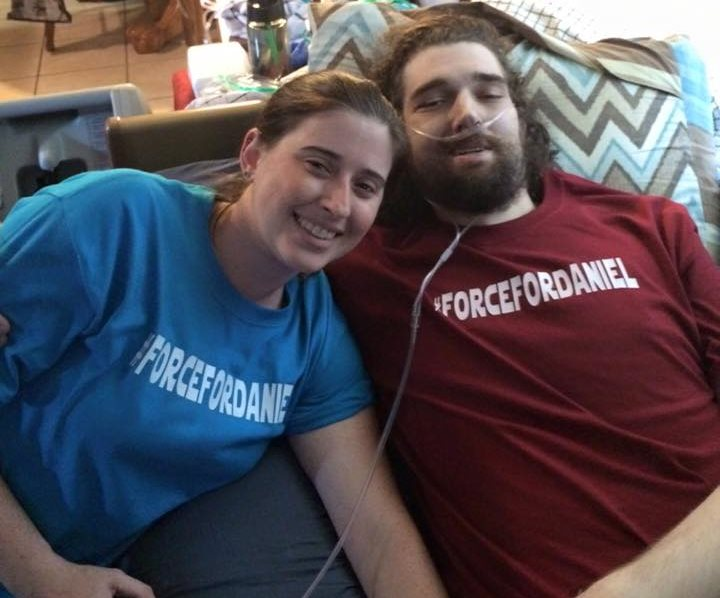Ashley Fleetwood junto a Daniel. (Foto Prensa Libre: Facebook)