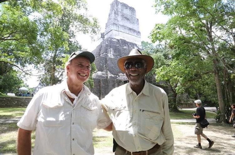 El arqueólogo Richard D. Hansen acompañó a Freeman en su recorrido por Tikal. (Foto Prensa Libre: HemerotecaPL)