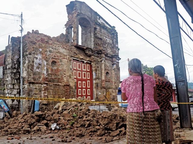 Las casas y templos de adobe cedieron ante la fuerza de la naturaleza. (Foto Prensa Libre: Hemeroteca PL)