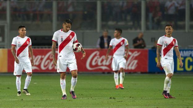 Perú no pudo mantener su sueño mundialista al caer contra Brasil. (Foto Prensa Libre: Getty Images)