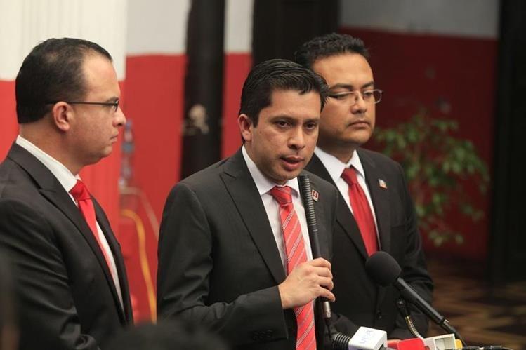 El vocero de Líder informó que Manuel Baldizón no hablará hasta que se oficialicen los resultados. (Foto Prensa Libre: E. Bercian)