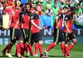 Bélgica sumó sus primeros tres puntos en la Eurocopa de la mano de Lukaku y Witsel. (Foto Prensa Libre: AFP)
