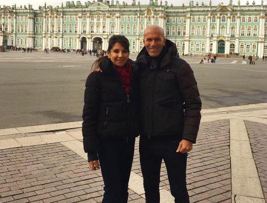 Zidane posa con su esposa en San Petesburgo. (Foto Prensa Libre: Zinedine Zidane/Instagram)
