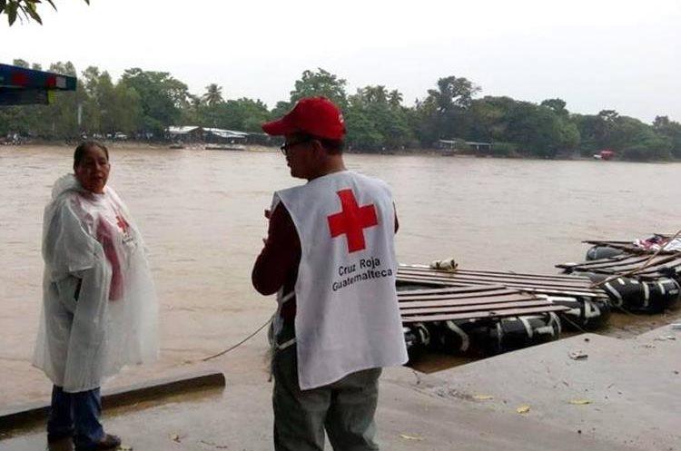 El caudal del río Suchiate, en Tecún Umán, San Marcos, aumenta debido a las lluvias. (Foto Prensa Libre: Cortesía Édgar Octavio Girón)