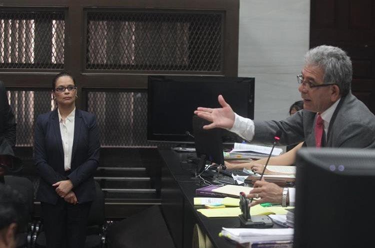 El juez Miguel Ángel Gálvez fue el primero en conocer uno de los casos de corrupción por los que es señalada la ex vicepresidenta Roxana Baldetti, quien llegó al Juzgado de Mayor Riesgo B el 24 de agosto del 2015. (Foto HemerotecaPL)