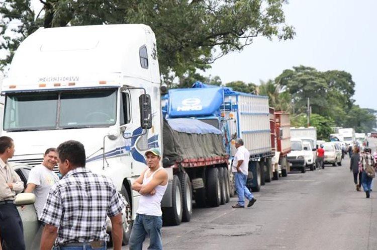 Bloqueo en Río Bravo, Suchitepéquez. (Foto Prensa Libre: Cristian Icó)