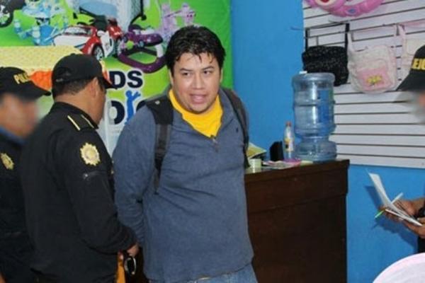 <p>Eliezer Emanuel Benjamín Piedrasanta Gómez, es presunto distribuidor de pornografía infantil, y fue capturado en Villa Nueva. (Foto Prensa Libre: PNC)<br></p>