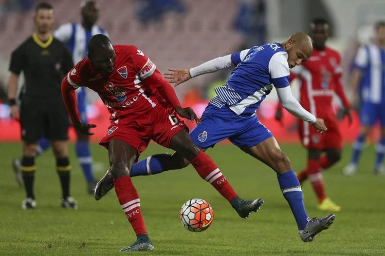 El capitán del Oporto, Maicon está bajo sospecha. (Foto Prensa Libre: AFP)