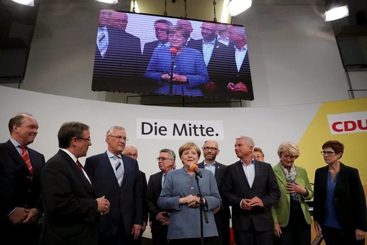 El partido de Angela Merkel fue hoy el más votado en las elecciones alemanas, a pesar de caer casi nueve puntos.