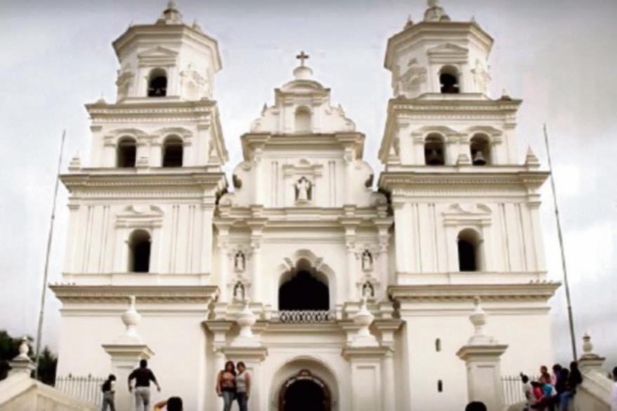 La basílica   de Esquipulas está en el municipio del mismo nombre, en Chiquimula, y es el foco principal del filme El Señor de Esquipulas. Este sitio  de peregrinaje católico está en el kilómetro 222. Su clima es templado.