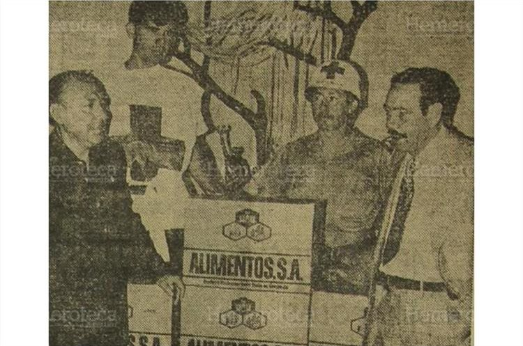 "Arturo Castillo Beltranena entrega un lote de ""Protina"".(Foto: Hemeroteca PL)"