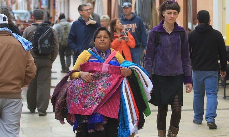 El comercio local se disparó por la vista del Sumo Pontífice a México. (Foto Prensa Libre: Esbin García)