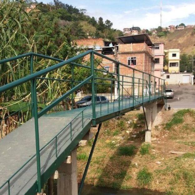 El puente costó el equivalente a US$1.500, mientras que lo presupuestado por las autoridades fue de US$81.000. DIVULGACIÓN