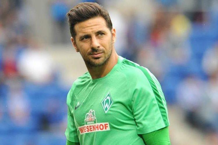 El peruano Claudio Pizarro lleva 17 años jugando en la Bundesliga alemana. (Foto Prensa Libre: Hemeroteca)