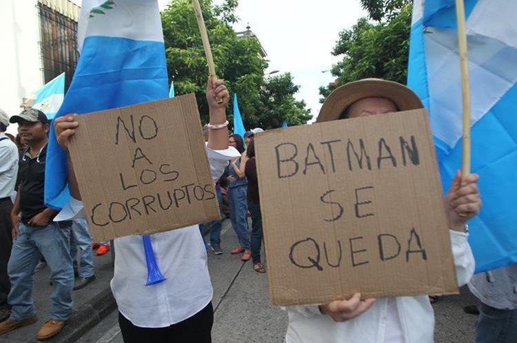 Los manifestantes también protestaron frente a Casa Presidencial.