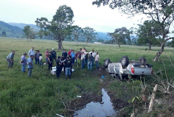 Lugar donde se accidentó el vehículo donde viajaba el alcalde de Estanzuela, Julio Girón. (Foto Prensa Libre: Dony Stewart).