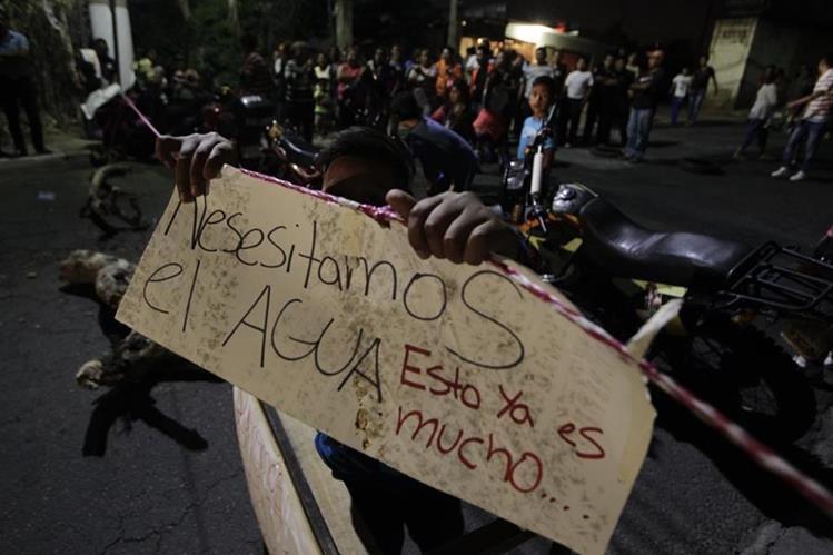 Los pozos de la capital han bajado su caudal, entre el 2000 y el 2010, de mil 300 litros por segundo a 750. (Foto Prensa Libre: Hemeroteca PL)