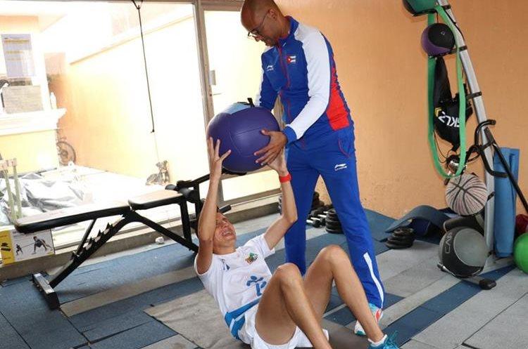 Entrenamiento. La preparación previo a la carrera también debe incluir acondicionamiento físico. (Foto Prensa Libre: Raúl Juárez)