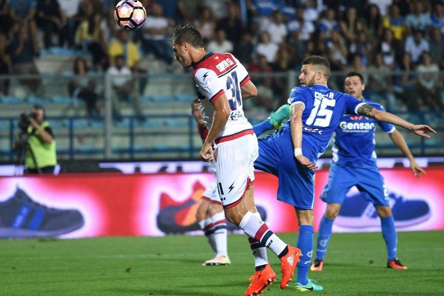 Mario Sampirisi deL Crotone marcó el empate transitorio en el partido. (Foto Prensa Libre: EFE)