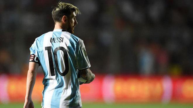 Lionel Messi, figura del Barcelona, encabeza al grupo de jugadores para enfrentar a Brasil y Singapur. (Foto redes).