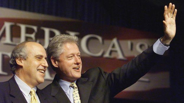 """Dan Glickman (izquierda) fue el """"sobreviviente designado"""" de Bill Clinton, en 1997.  GETTY IMAGES"""