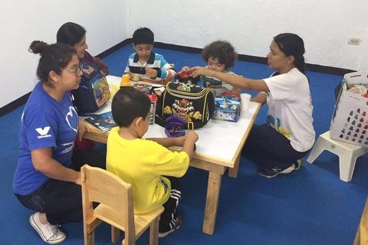 La atención temprana en casos de autismo es fundamental para el desarrollo de las habilidades de los niños. (Foto Prensa Libre: Cortesía Fundación Waybi)
