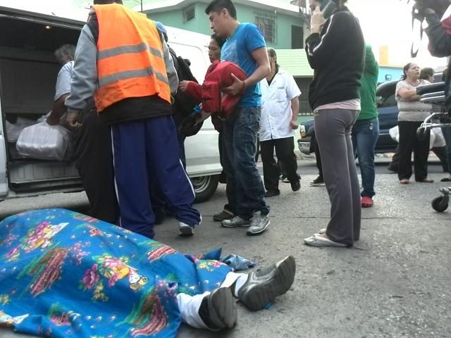 Dos personas murieron en un ataque armado ocurrido en la zona 5 capitalina. (Foto Prensa Libre: Estuardo Paredes)