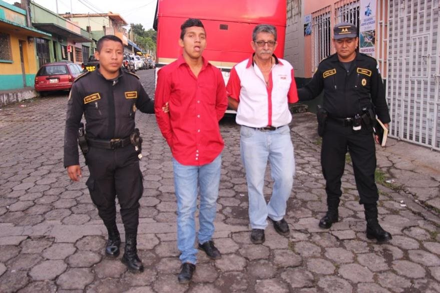 Dos hombres son capturados en Palín, Escuintla, por tráfico ilegal de personas. (Foto Prensa Libre: PNC)