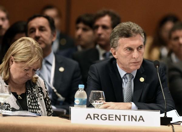 Maurucio Macri (c), durante la Cumbre de Mercosur en Asunción, Paraguay.