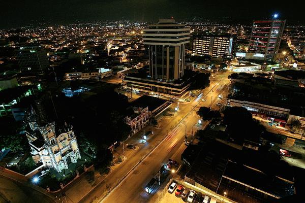 Algunas entidades de gobierno apagarán las luces por una hora. (Foto Prensa Libre: Hemeroteca)