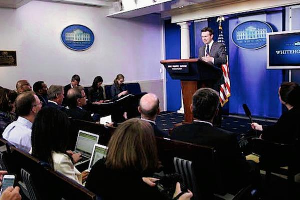 La sala de conferencias de la Casa Blanca abrió sus puertas a periodistas cubanos, un hecho calificado como histórico. (Foto Prensa Libre: AFP).