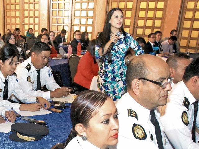 Pilar Ramírez, asesora legal del Programa ICMEC, emitió las recomendaciones a fiscales y policías al concluir el taller para combatir el abuso y explotación sexual infantil por medio de las redes sociales.