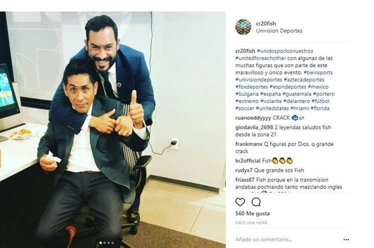Ruiz abraza al exportero mexicano Jorge Campos. (Foto Prensa Libre: Instagram Carlos Ruiz)