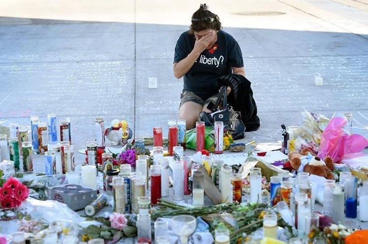 Luto y dolor dejó la matanza de Las Vegas. (Foto Prensa Libre: AFP)