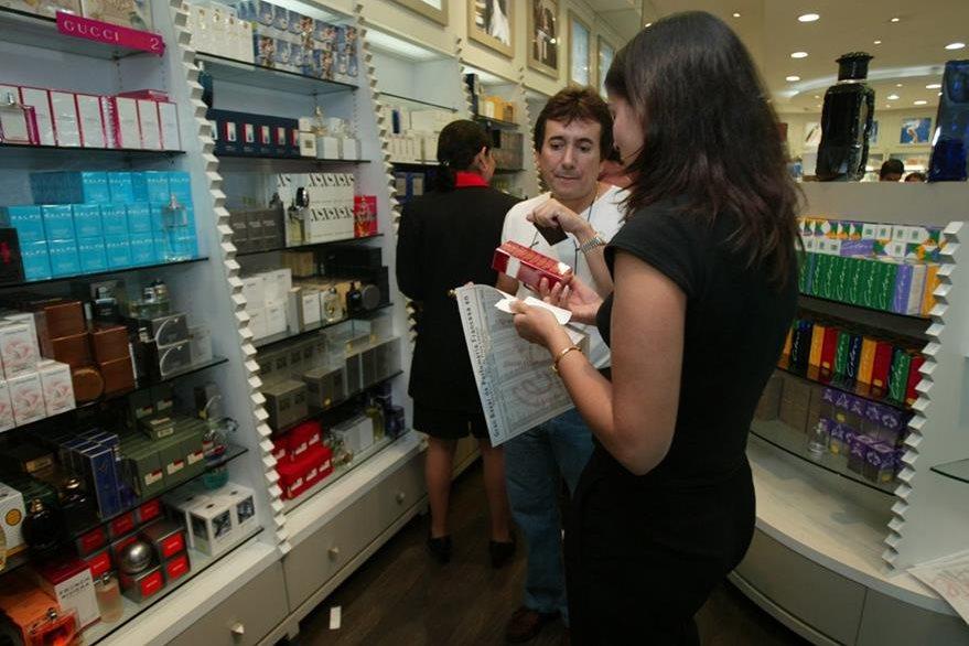 Un perfume puede ser una buena opción para regalar en el día del padre (Foto: Hemeroteca PL)