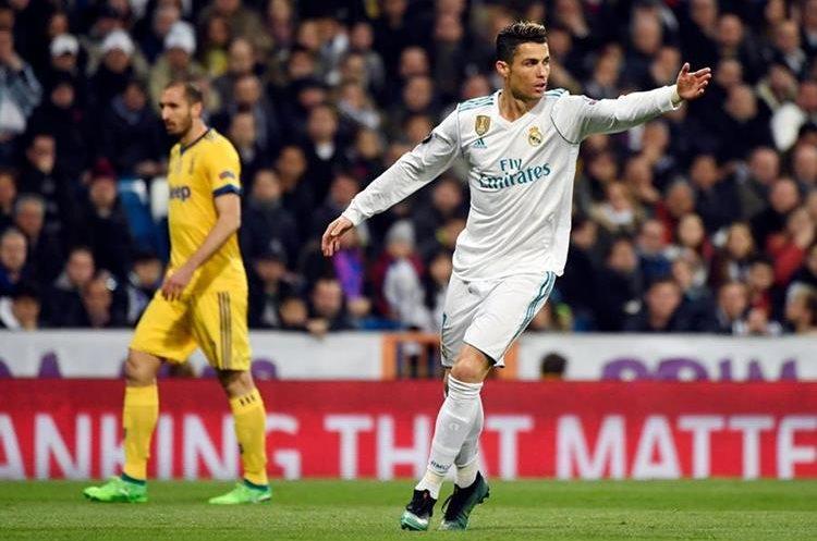 Cristiano pide la pelota para apurar el partido.
