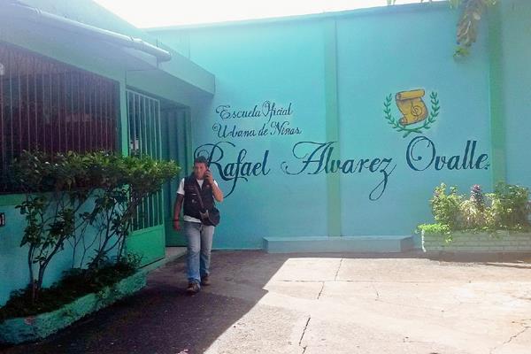 Entrada de la escuela de niñas Rafael Álvarez Ovalle, en Coatepeque, Quetzaltenango. (Foto Prensa Libre: Alexander Coyoy)