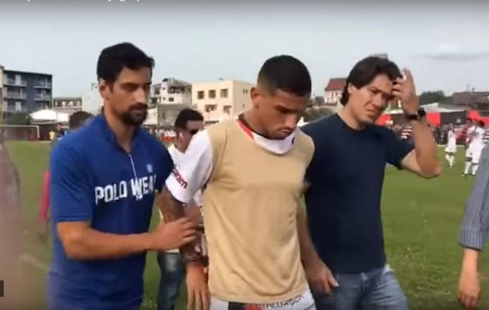 El delantero brasileño Marlon Natanael de Lima Alexandre de la segunda división de su país fue detenido acusado de secuestro y asalto. (Foto Prensa Libre: twitter)
