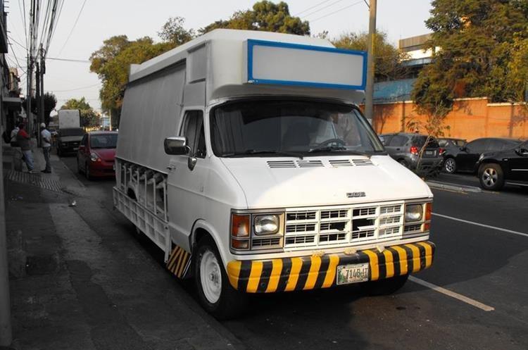 El vehículo del Flame Burger  antes de la transformación. (Foto, Prensa Libre: Rosa María Bolaños)