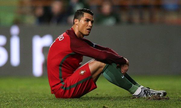 CR7 fue el villano del juego al fallar un penalti. (Foto Prensa Libre: AP)